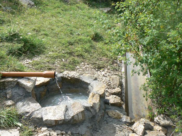 геологами было обнаружено восемнадцать значительных месторождений подземных природных вод